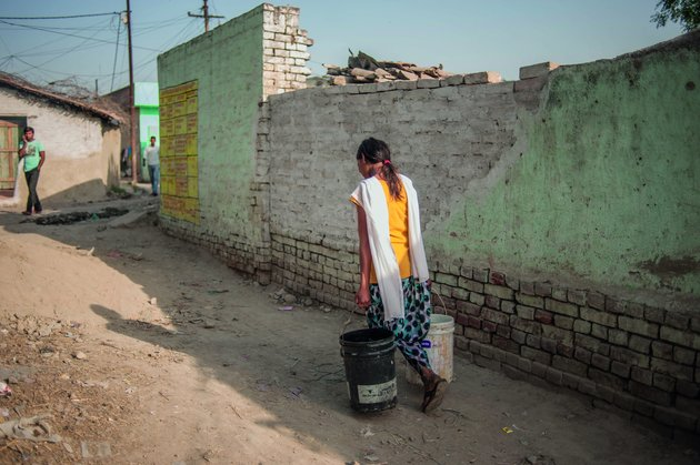 Kajal Gautam 16 on her way to collect water. Nihura Basti, Kanpur. way back after collecting water. Nihura Basti, Kanpur.