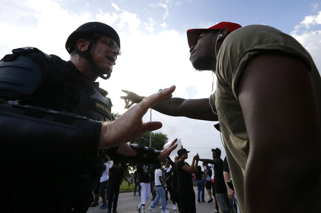 A man protesting the shooting death of Alton Sterling argues with law enforcement near the headquarters of the Baton Rouge Police Department in Baton Rouge, Louisiana, U.S. July 9, 2016.  REUTERS/Jonathan Bachman