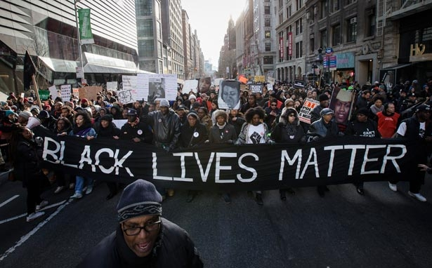 black_lives_matter_group_protesting