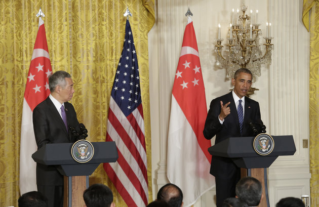 US President Barack Obama (R) and Prime Minister Lee Hsien Loong of Singapore hold a joint news conference after their meeting at the White House in Washington,DC on August 2, 2016.  / AFP / YURI GRIPAS        (Photo credit should read YURI GRIPAS/AFP/Getty Images)