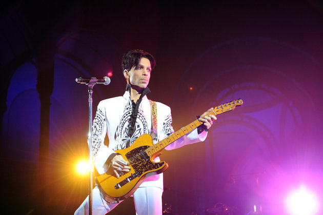 """US singer Prince performs on October 11, 2009 at the Grand Palais in Paris. Prince has decided to give two extra concerts at the Grand Palais titled """"All Day/All Night"""" after he discovered the exhibition hall during Karl Lagerfeld's Chanel fashion show. AFP PHOTO BERTRAND GUAY (Photo credit should read BERTRAND GUAY/AFP/Getty Images)"""