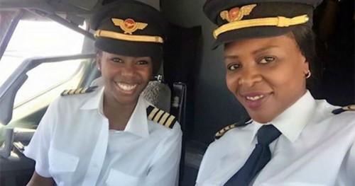 Captain Elizabeth Simbi Petros and Captain Chipo M. Matimba Photo credit: Air Zimbabwe